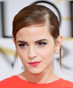 Emma Watson in Miseendior dior pearl stud earrings
